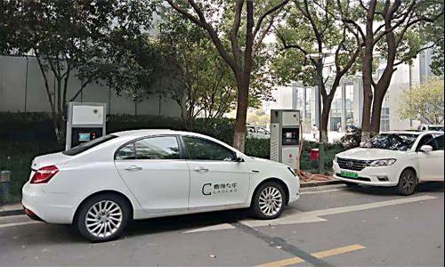 Uber开放自动驾驶出租车服务