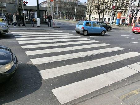 全球首例!瑞典无人驾驶电动卡车获准?#19979;?#36816;货